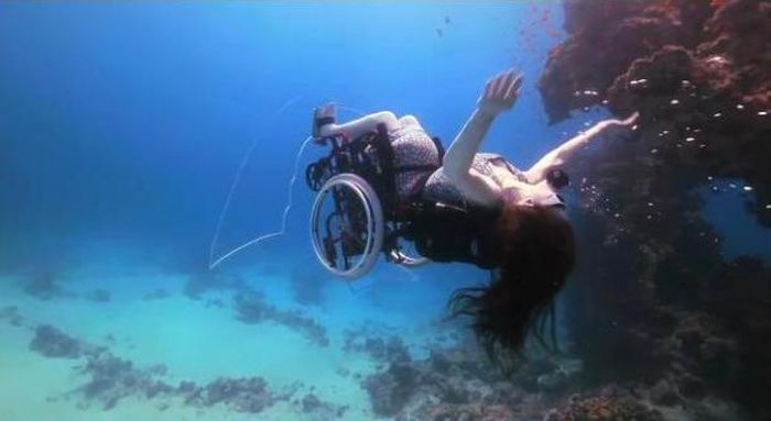Scuba Diving in a Wheelchair (12 pics)
