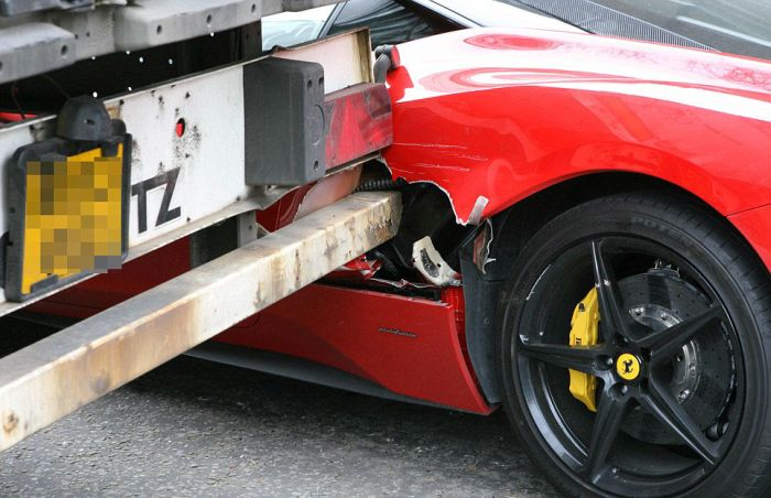 Truck Hits Ferrari in London (9 pics)