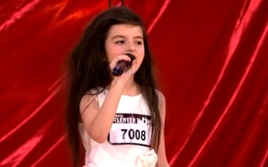 7-Year-Old Girl Shows Singing Skills on Norway's Talent Show