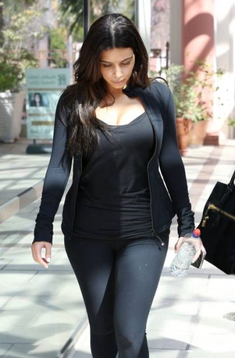 Kim Kardashian's New Friend (17 pics)