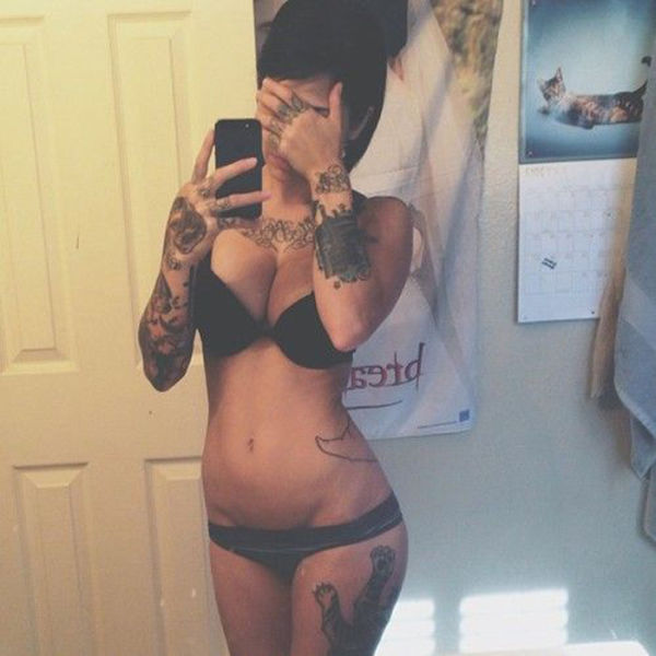 Hot Girls with Tattoos (45 pics)