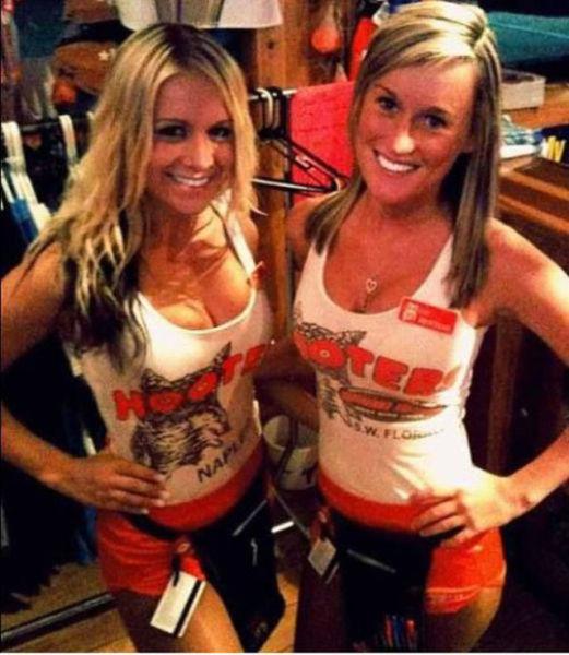Hooters Girls (39 pics)