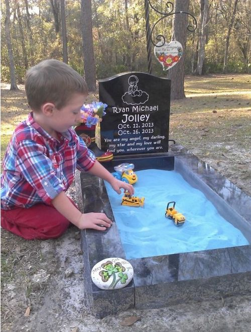 A Grave with a Sandbox (4 pics)