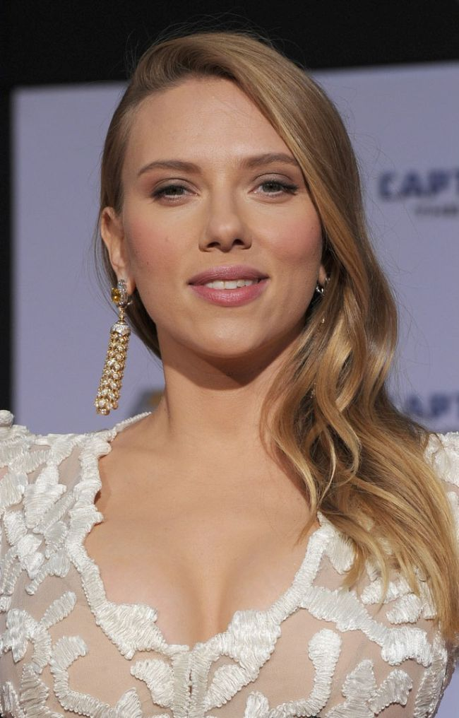 Scarlett Johansson at Captain America 2 Premiere (12 pics)