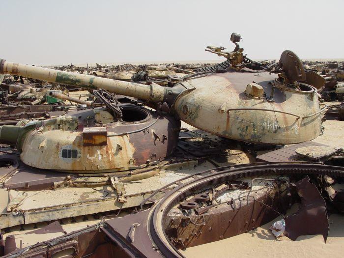 Tank Graveyard in Kuwait (19 pics)