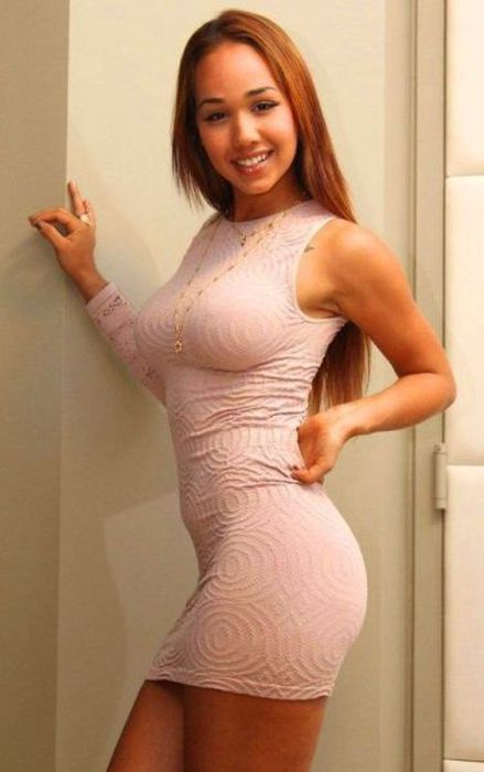 Very Hot Girls in Tight Dresses (44 pics)