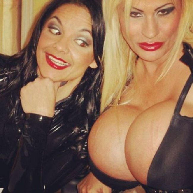 The Biggest Boobs in the World Wannabe (21 pics)