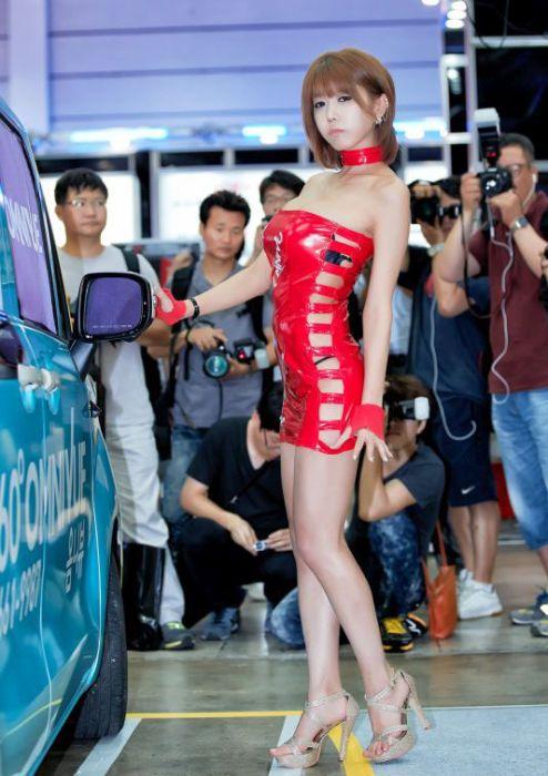 Girls of the Seoul Auto Salon (43 pics)