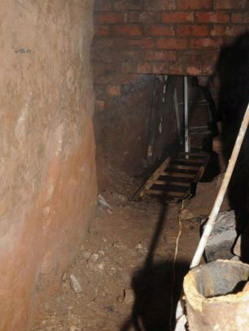 Thieves Dug a 50 ft (15 m) Tunnel (8 pics)