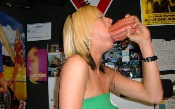 Girls With Big Mouths (41 pics)