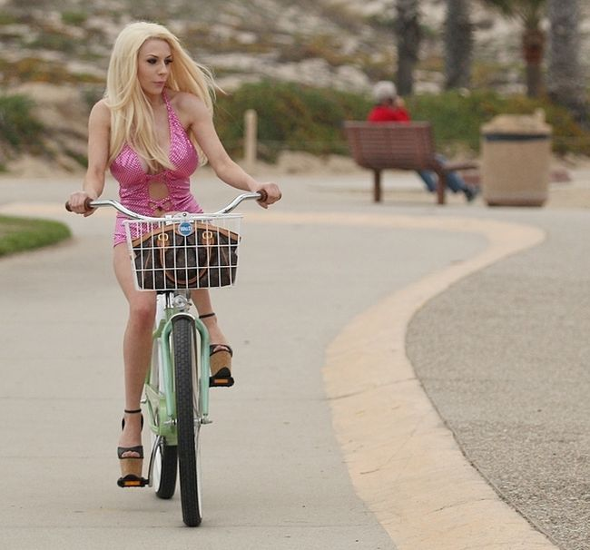 Courtney Stodden Fell Off Her Bike (7 pics)