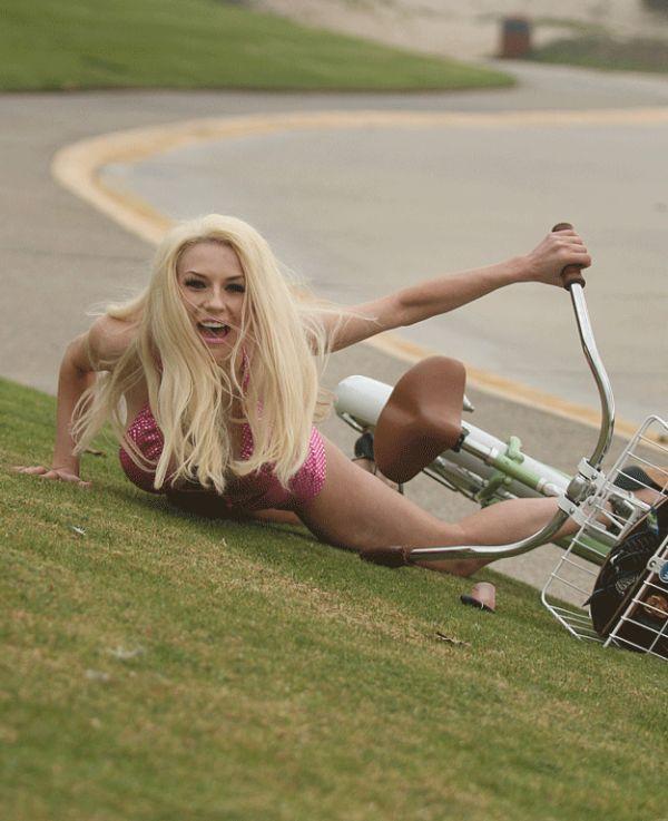 Courtney Stodden Fell Off Her Bike (7 pics)