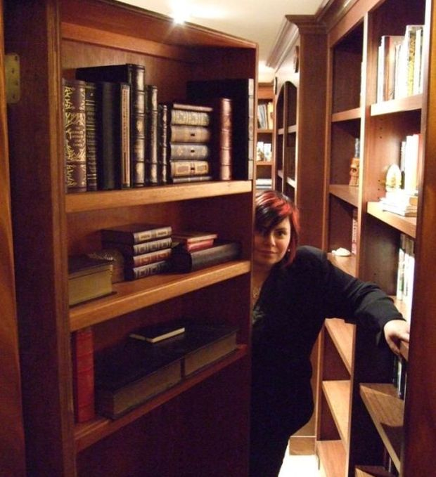 Holly Black's Secret Library (7 pics)
