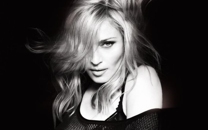 Madonna Shows Her Hairy Armpits (2 pics)