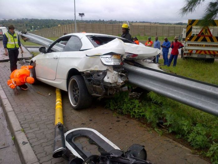 Terrible Crash With No Causalities (8 pics)