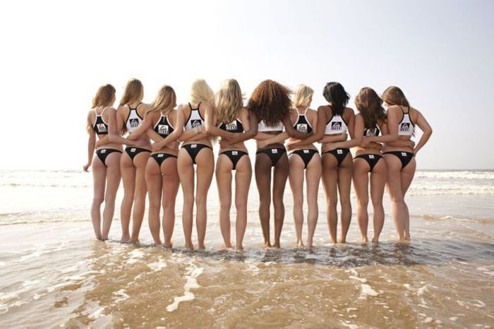 When One Girl Is Not Enough (40 pics)