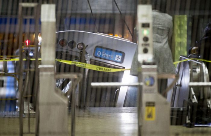 Train Derailment at Chicago O'Hare International Airport (8 pics)
