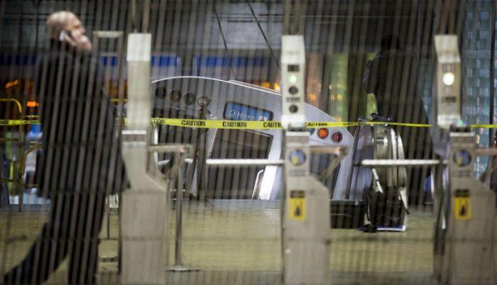 Train Derailment at Chicago O'Hare International Airport (8 pics)