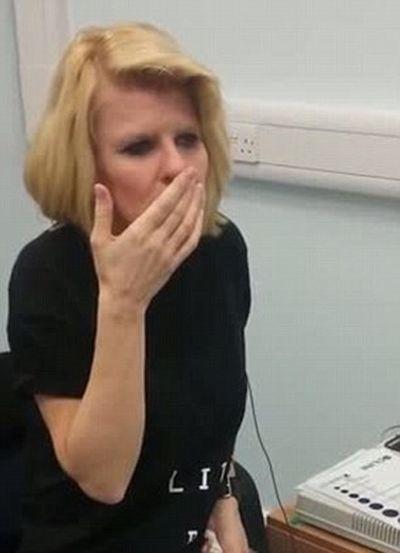 Deaf Woman Can Hear (9 pics)