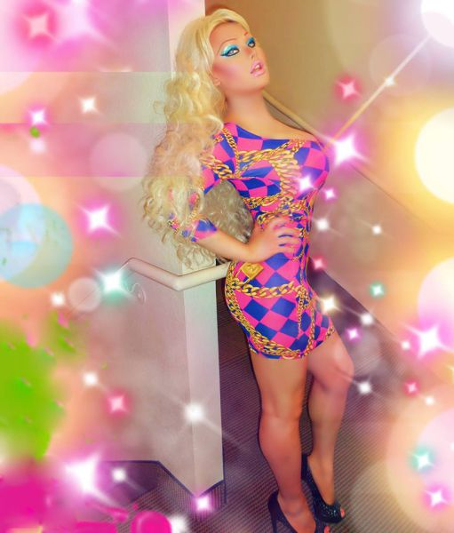 A Transsexual Who Wants to Look Like a Sex Doll (28 pics)
