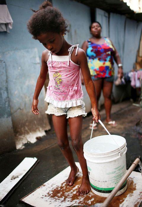 Welcome to Rio Slums (39 pics)