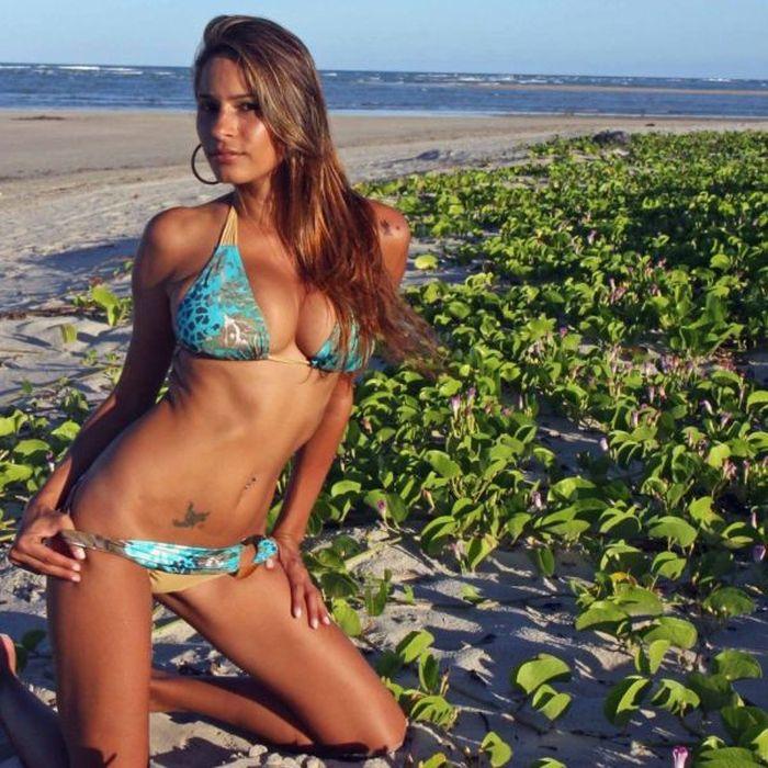 Bikini Girls (94 pics)