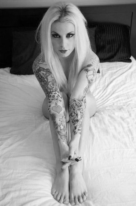 Girls with Tattoos (48 pics)