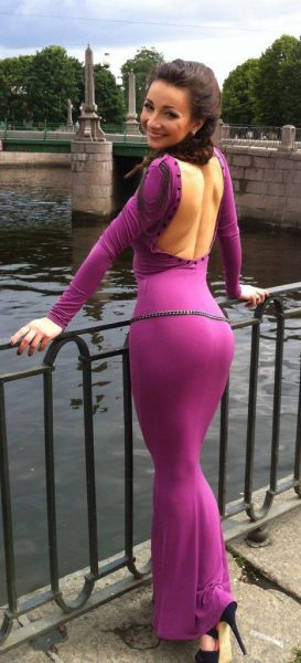 Pretty Girls in Tight Dresses. Part 13 (46 pics)