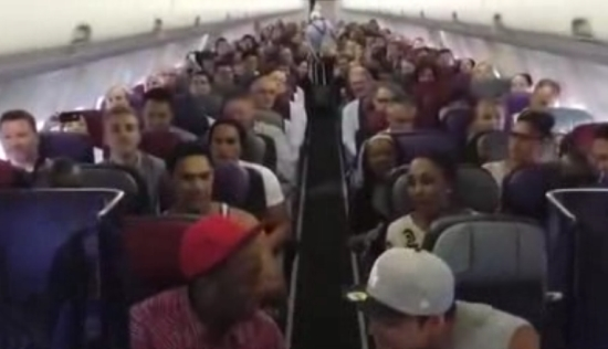 Singing Flashmob in Plane
