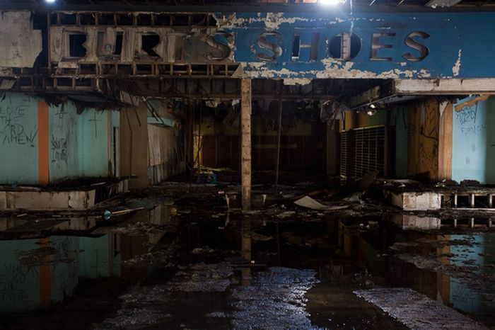 Abandoned Malls in the USA (66 pics)