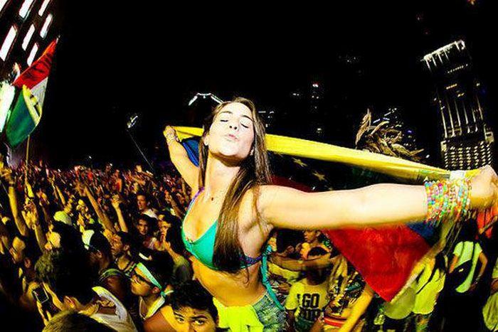 Girls of 2014's Ultra Music Festival (57 pics)