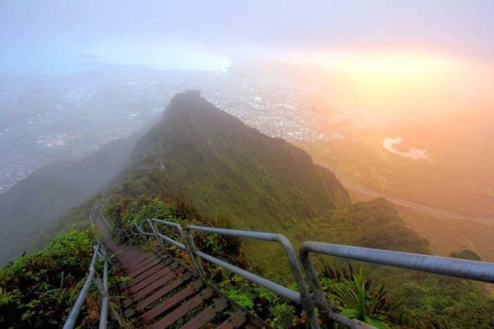 Hawaii Stairway to Heaven (14 pics)
