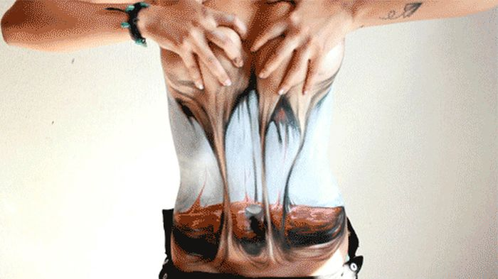 Awesome Bodyart (4 gifs)