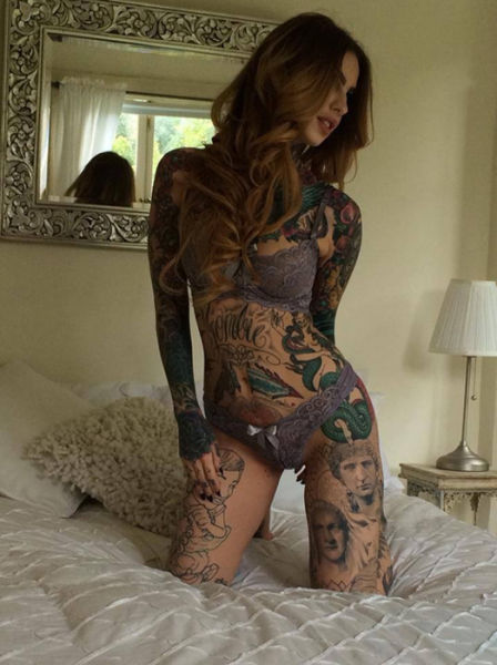 Sexy Girls with Tattoos (45 pics)