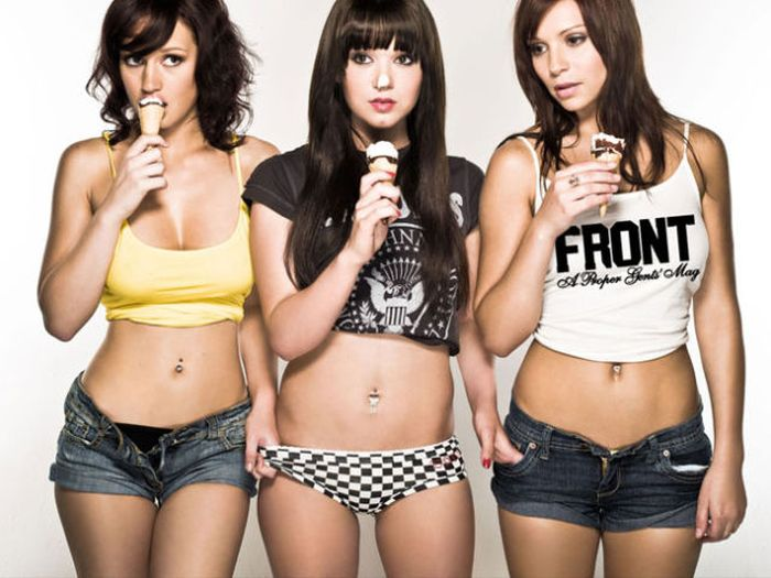 Hot Girls Eat Ice Cream (50 pics)