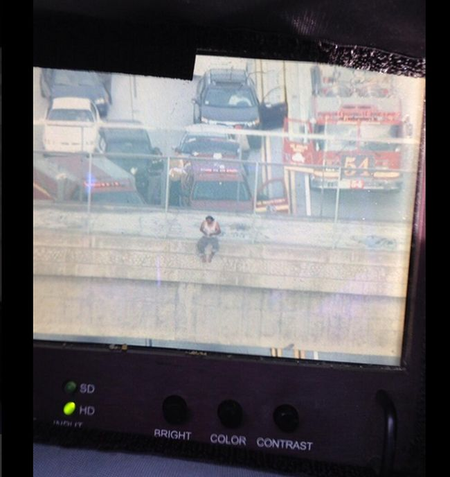 As Suicidal Man Closes Highway, Stranded Drivers Take Selfies (7 pics)