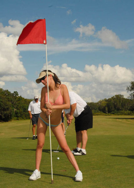Girls Playing Golf (51 pics)