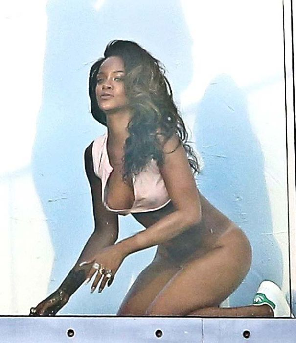 Very Hot Rihanna Photoshoot (9 pics)