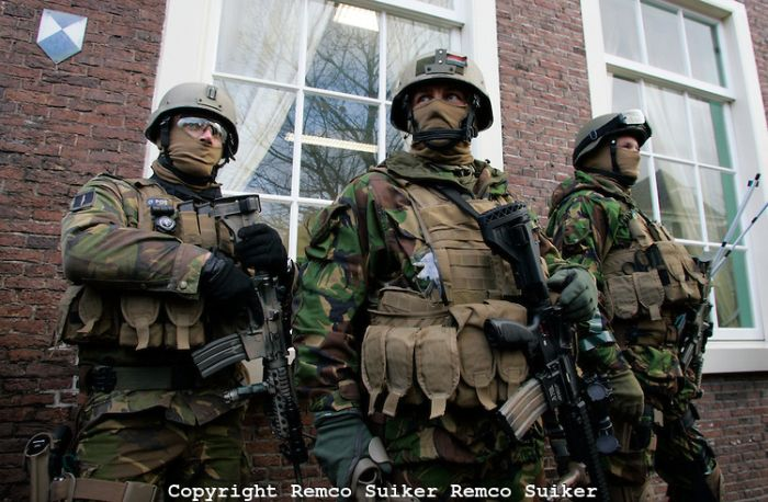 Special Forces From Around The World (21 pics)