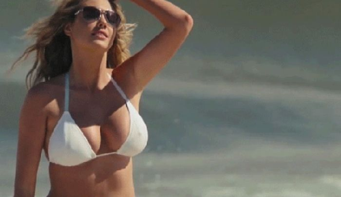 Bouncing Boobs of Famous Girls (64 gifs)