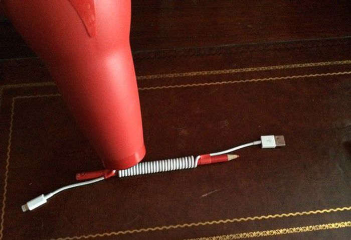 DIY Coiled iPhone Cable (6 pics)
