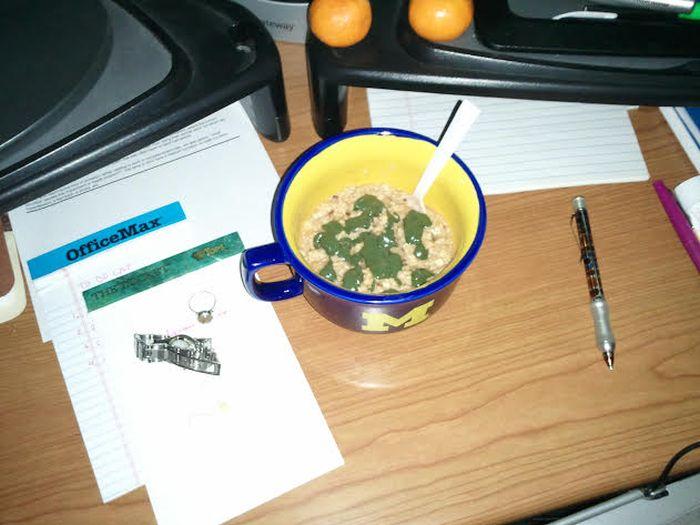 Sad Desk Lunch (35 pics)