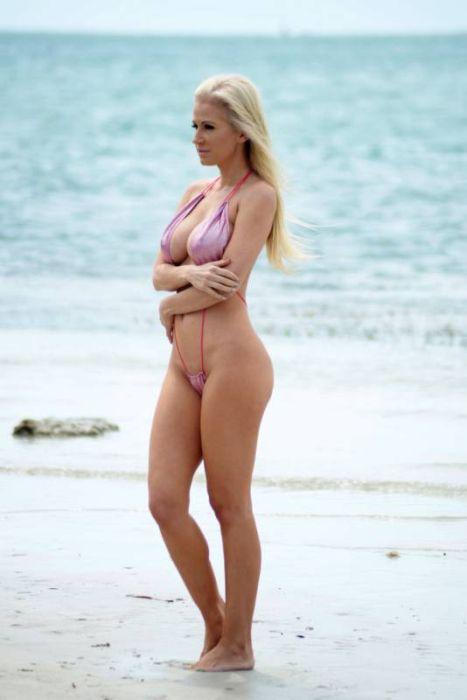 Bikini Photos of Ana Braga (12 pics)