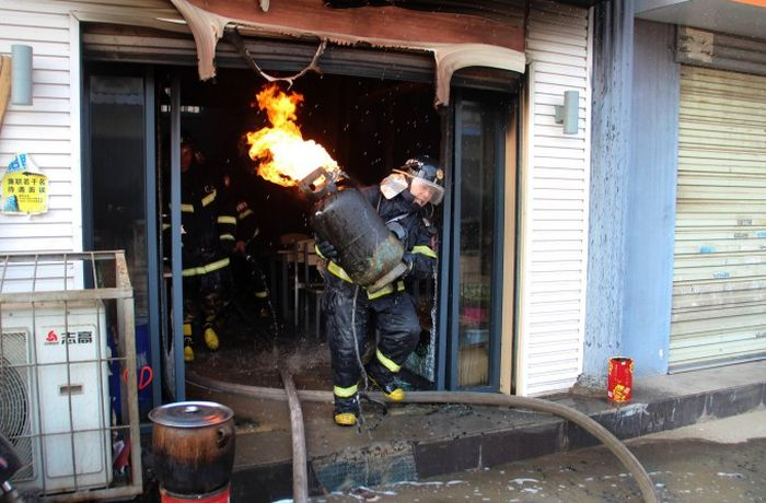 Brave Firefighter (4 pics)