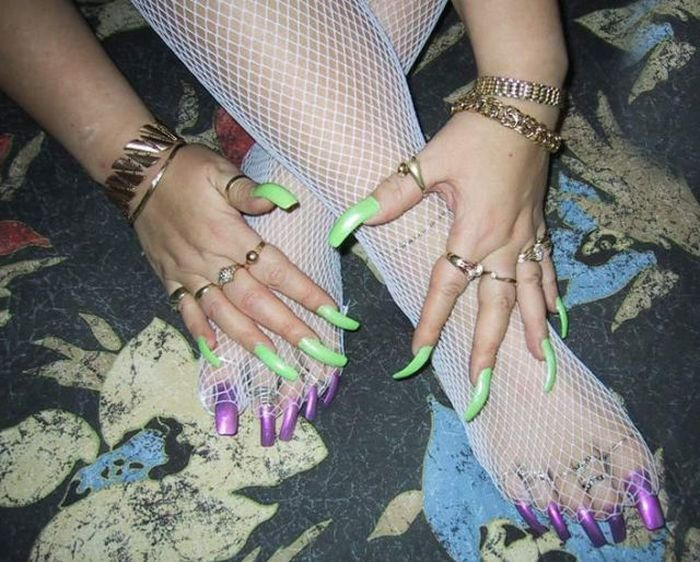 Very Long Nails (43 pics)