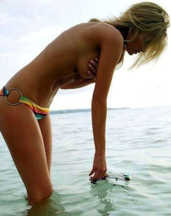 Sexy Bikini Girls (44 pics)
