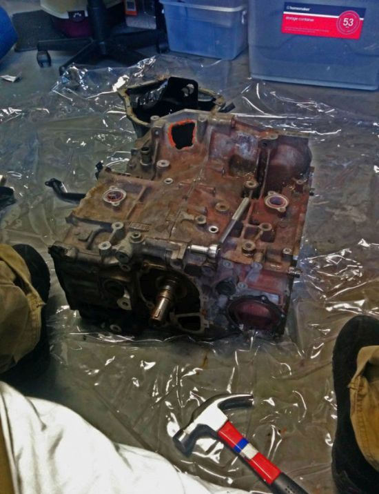 This Rusty Engine Was Falling Apart Now It's An Epic Table (6 pics)