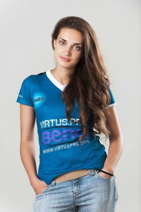 Elena Urusova Is One Hot Gamer Girl (26 pics)
