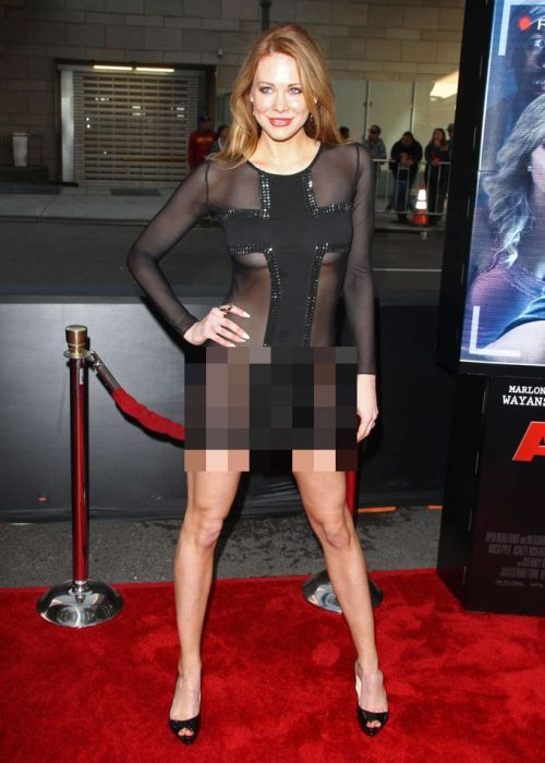 Maitlan Ward Went To A Movie Premiere Without Panties (10 pics)