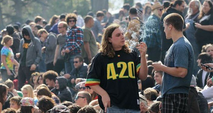 This Is How You Celebrate 420 The Right Way (20 pics)